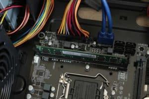 MEMORIA RAM ADATA DDR4 4GB 2400MHZ E